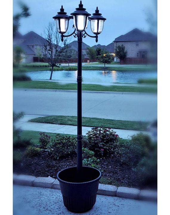 un-Ray 312010 Hannah 3-Head Solar LED Lamp Post